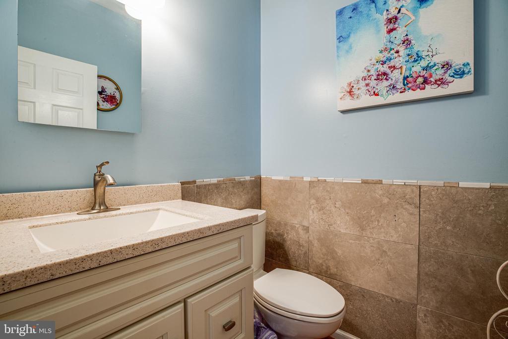 Main Level Half Bath - 8 REMINGTON CT, STAFFORD