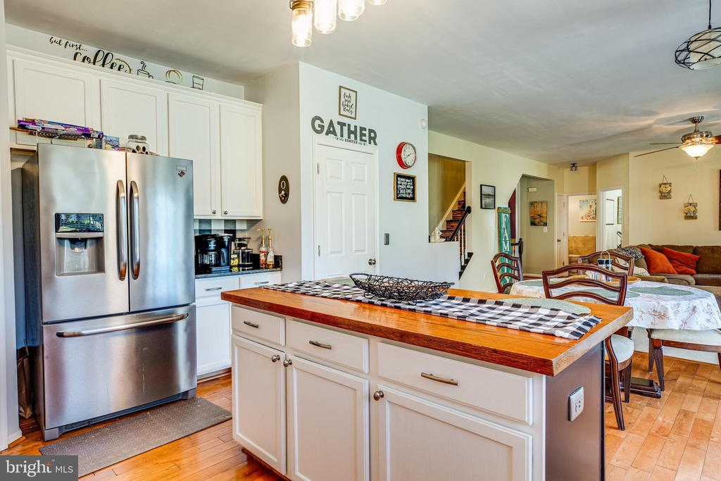 Kitchen - 8 REMINGTON CT, STAFFORD