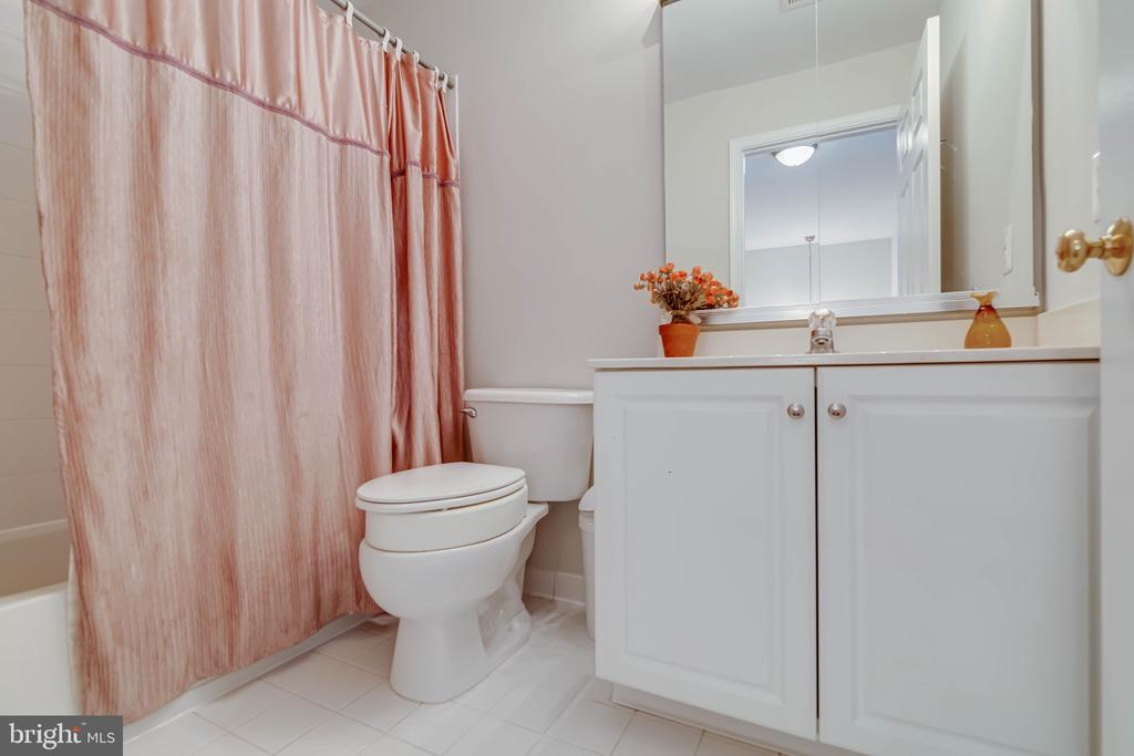 2 full baths upstairs - 19741 ESTANCIA TER, ASHBURN