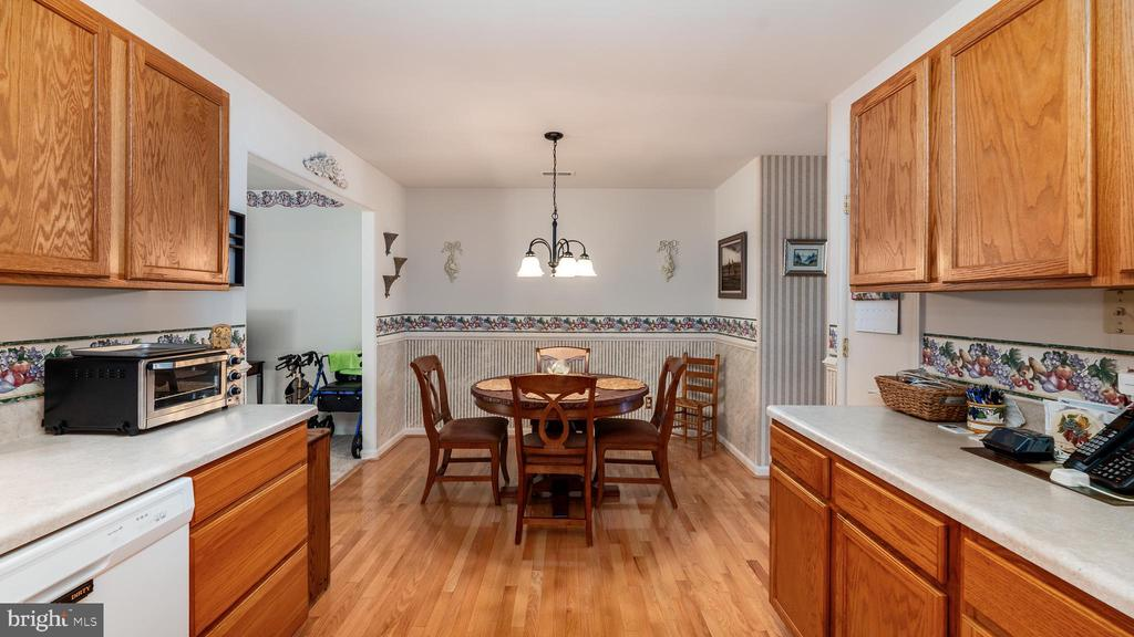 Gleaming wood floors in kitchen and table area - 9835 PLAZA VIEW WAY, FREDERICKSBURG