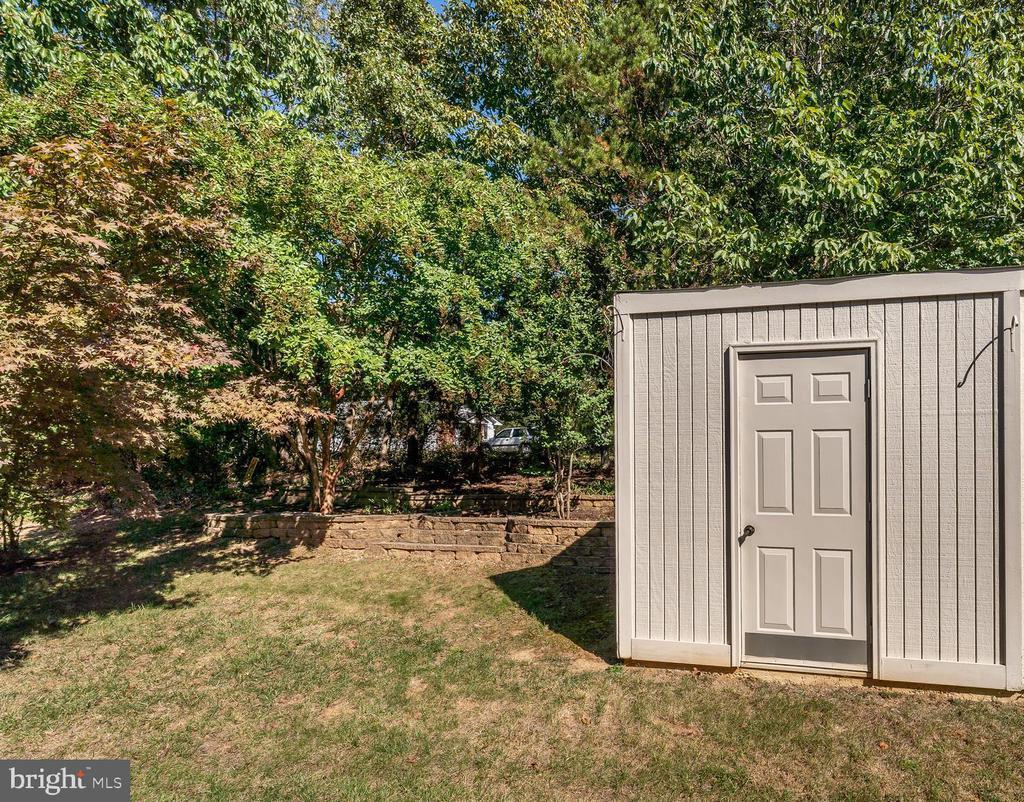 Storage shed in back yard - 9835 PLAZA VIEW WAY, FREDERICKSBURG