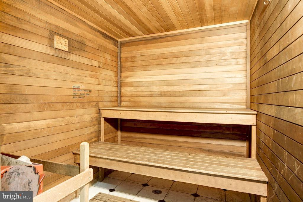 Sauna - 1276 N WAYNE ST #608, ARLINGTON