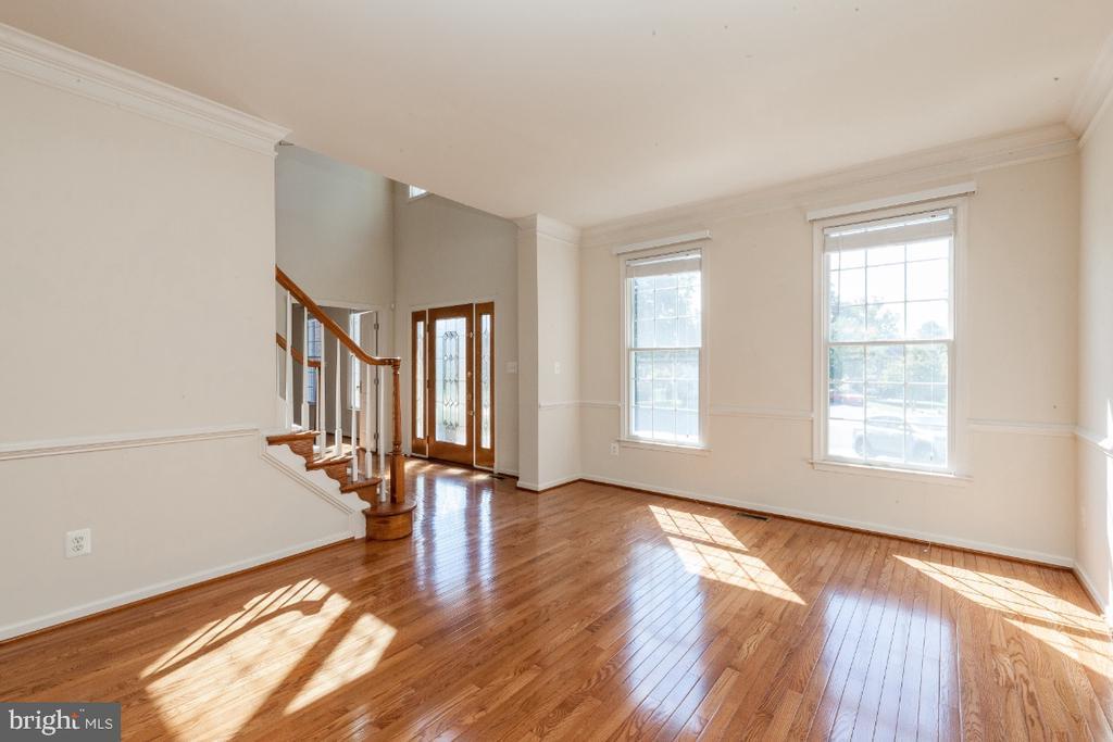 Formal Living Room - 47430 RIVERBANK FOREST PL, STERLING
