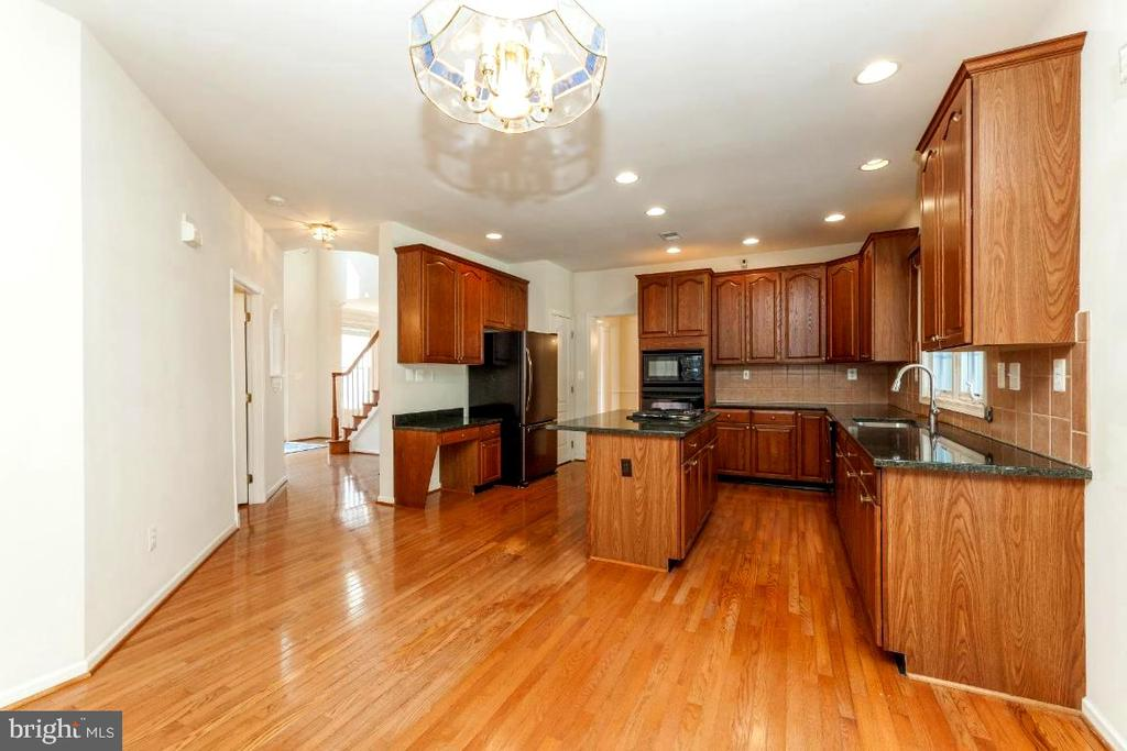 Hardwood Floors Are Beautiful - 47430 RIVERBANK FOREST PL, STERLING