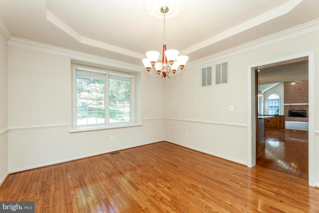 Enormous Formal Dining Room - 47430 RIVERBANK FOREST PL, STERLING