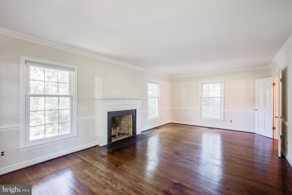 Living Room - 13127 COLTON LN, GAITHERSBURG
