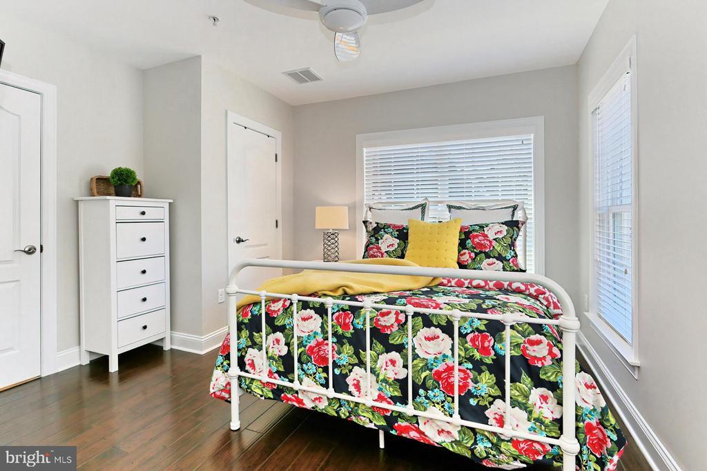 BR 4 is ideal for FLEX home office . En suite BA - 4348 4TH N, ARLINGTON