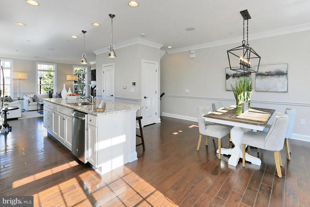 Gorgeous mocha  hardwood floors  add warmth - 4348 4TH N, ARLINGTON