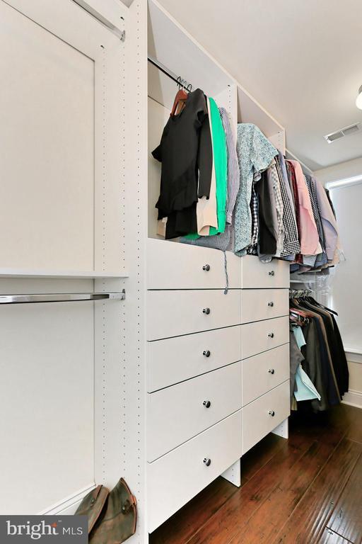 Custom closet built in's offer ample storage ! - 4348 4TH N, ARLINGTON