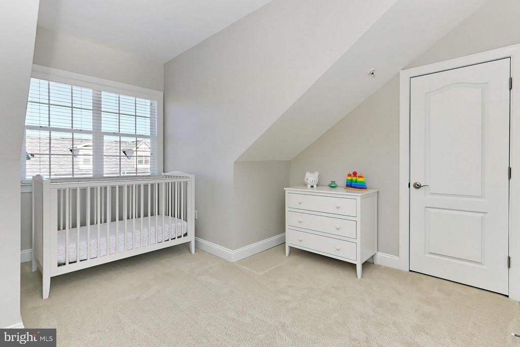 Flexible use for this space is ideal - 4348 4TH N, ARLINGTON