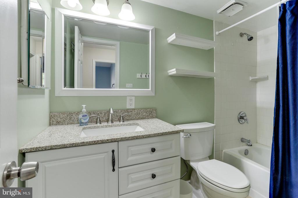 Full hall bath - 4113 11TH PL N, ARLINGTON