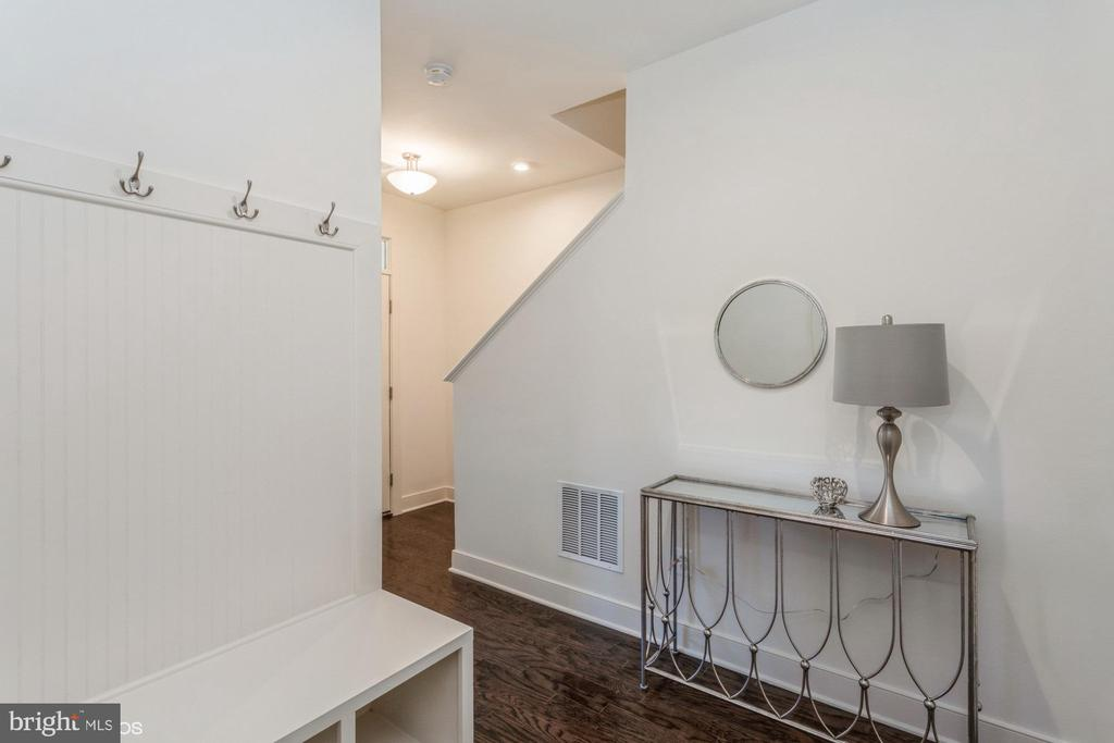 Foyer with built in bench with coat hooks - 1634 SANDPIPER BAY LOOP, DUMFRIES