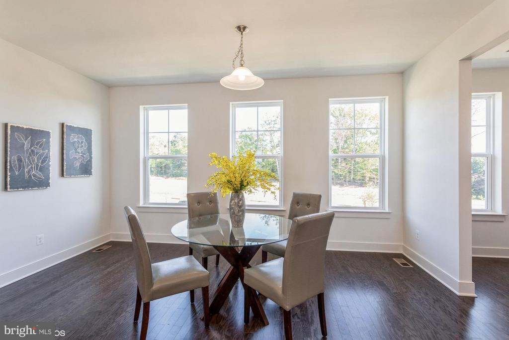 Main level dining off kitchen - 1634 SANDPIPER BAY LOOP, DUMFRIES