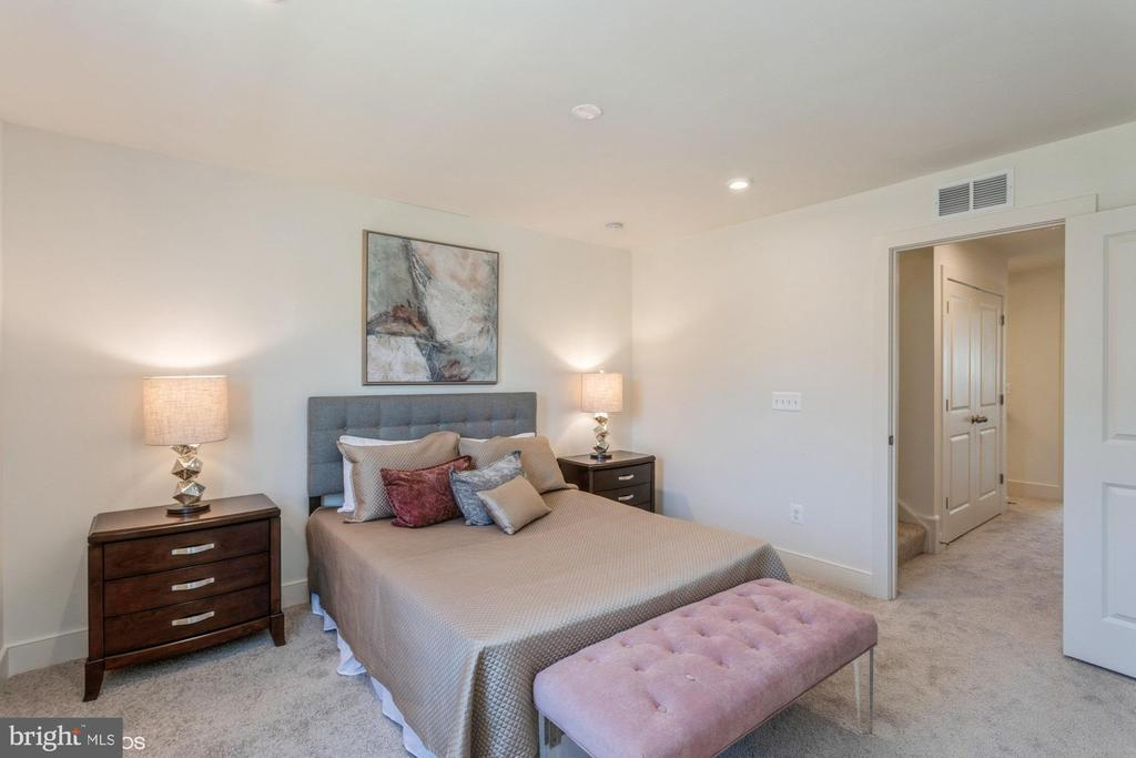 Primary bedroom at front of the home - 1634 SANDPIPER BAY LOOP, DUMFRIES