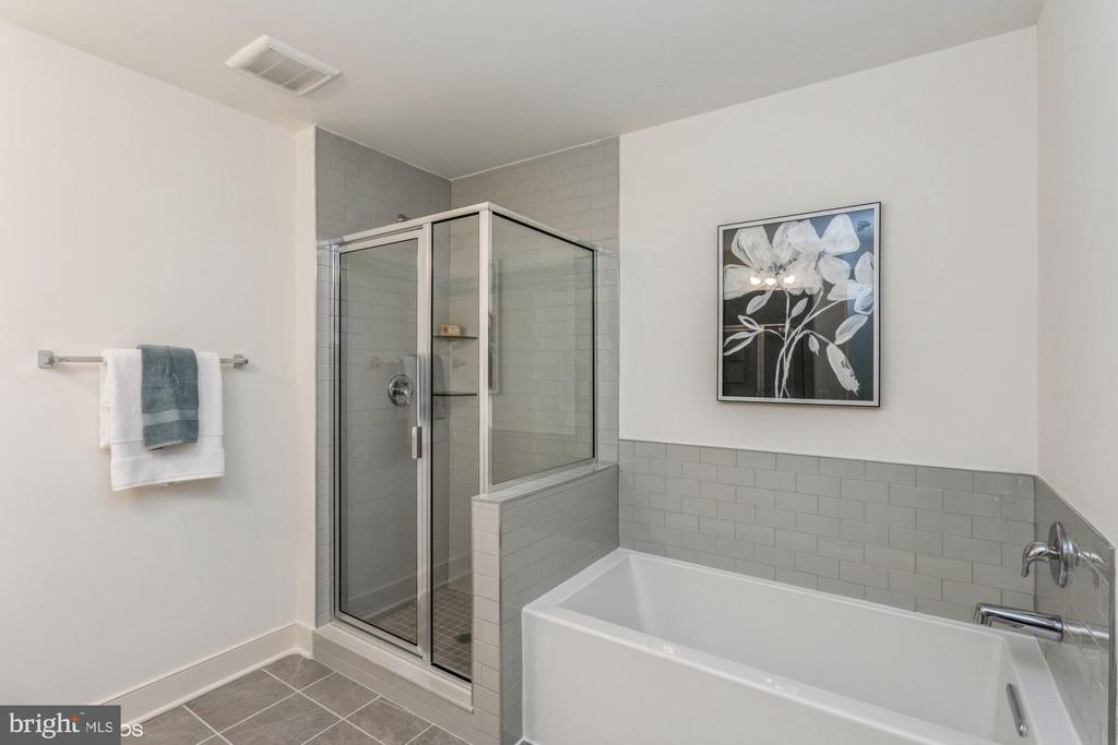 Primary bathroom with upgraded tile - 1634 SANDPIPER BAY LOOP, DUMFRIES