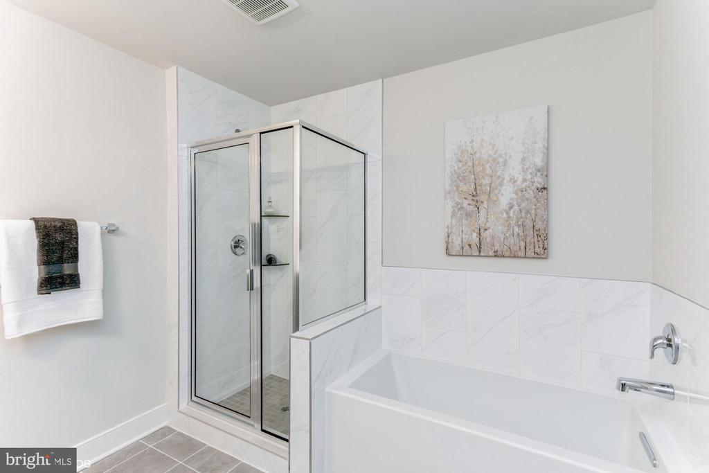 Separate shower and bath - 1638 SANDPIPER BAY LOOP, DUMFRIES
