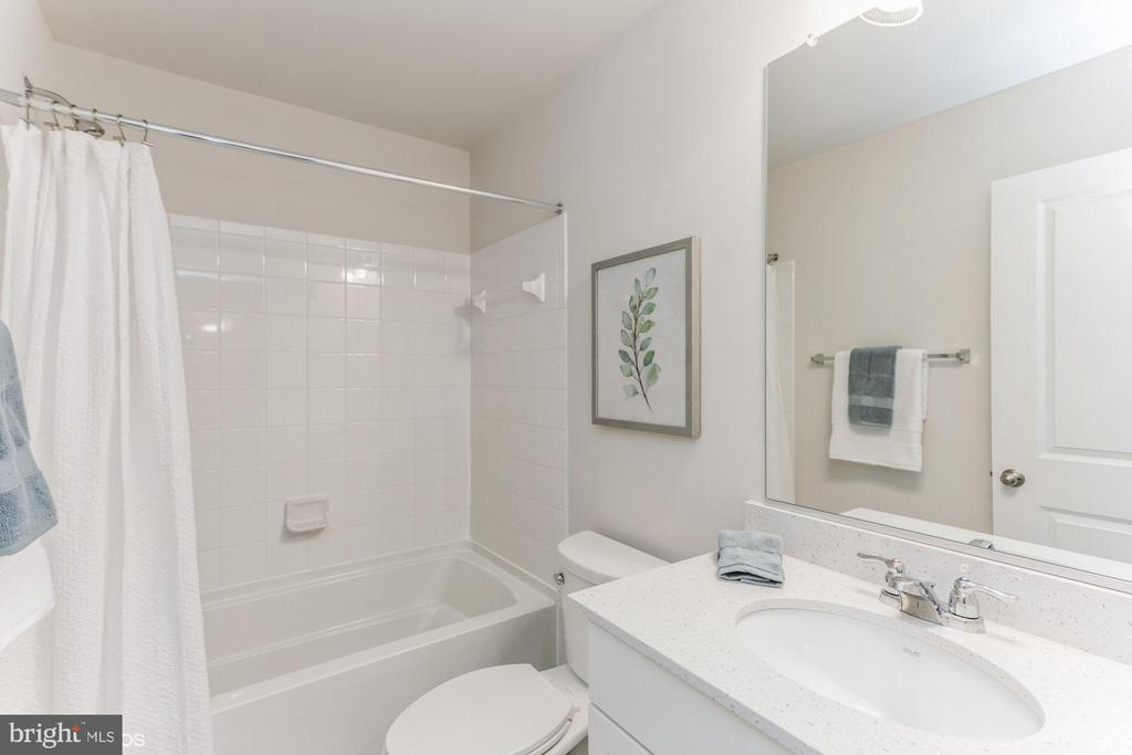 Hall bath - 1638 SANDPIPER BAY LOOP, DUMFRIES