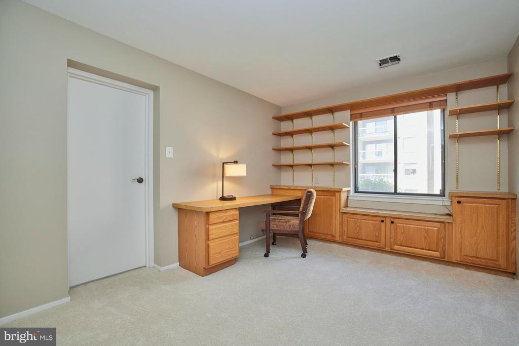 Secondary Bedroom/Den - 10300 BUSHMAN DR #204, OAKTON
