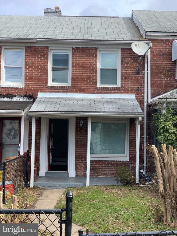 Renovated , clean 2 bedroom , 1 bathroom rowhouse in Cherry Hill. Close to shopping, hospital, public transportation. Home has partial finished basement and nice yard.