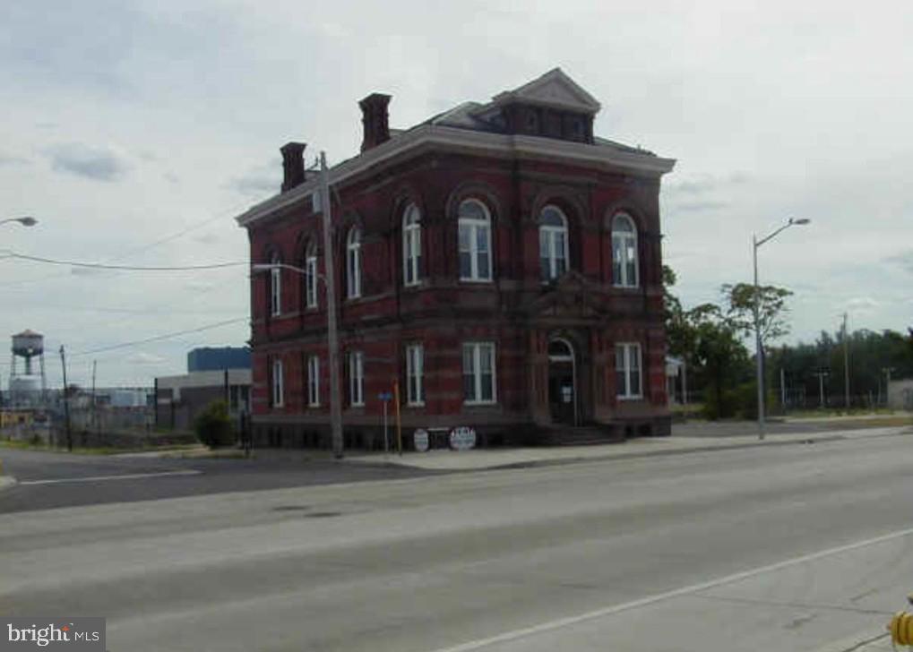 1 E 3Rd Street, Chester, PA 19013