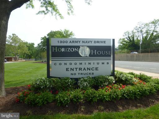 1300 S Army Navy Dr #404, Arlington, VA 22202