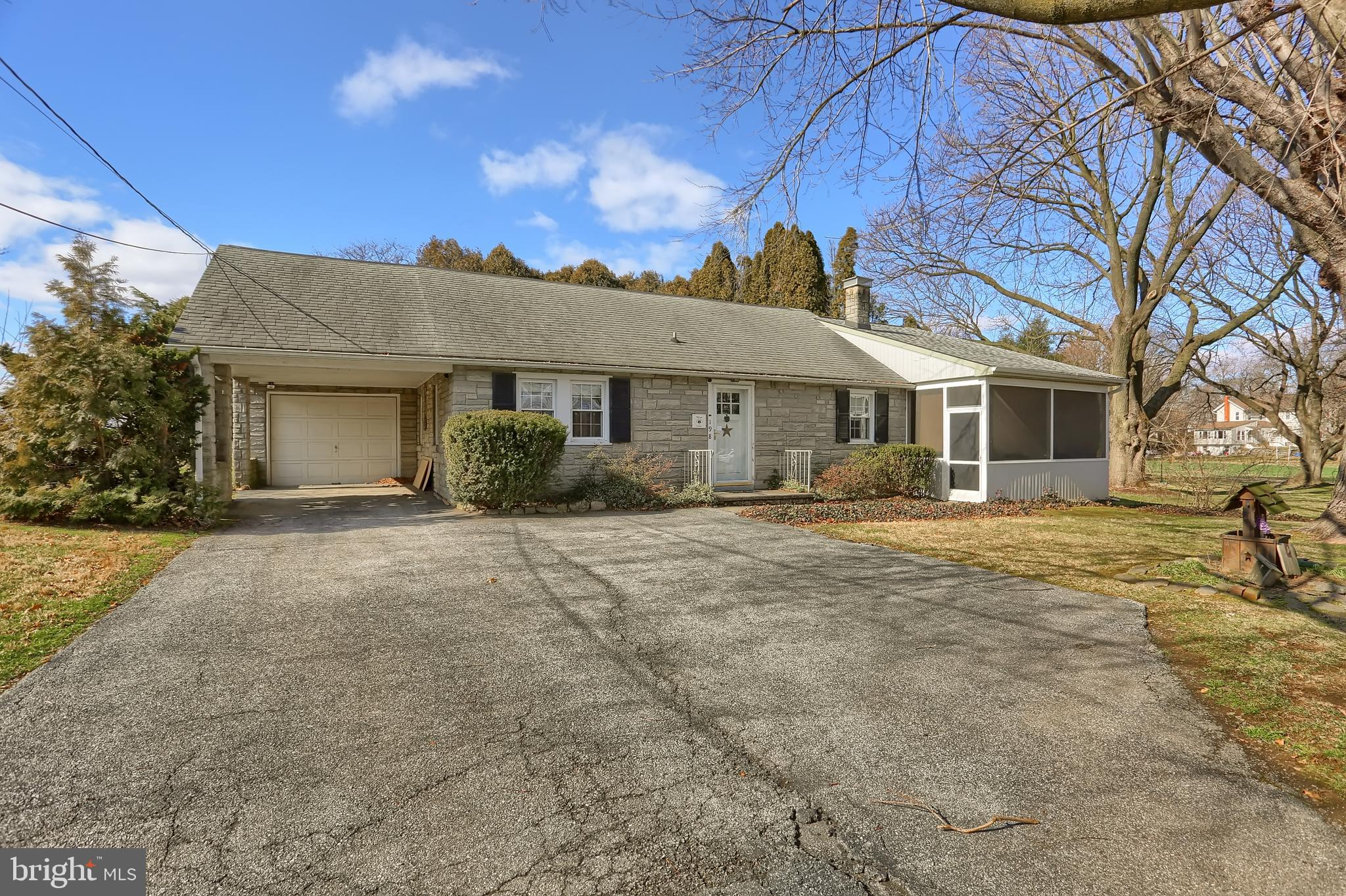198 Eastbrook Road, Smoketown, PA 17576