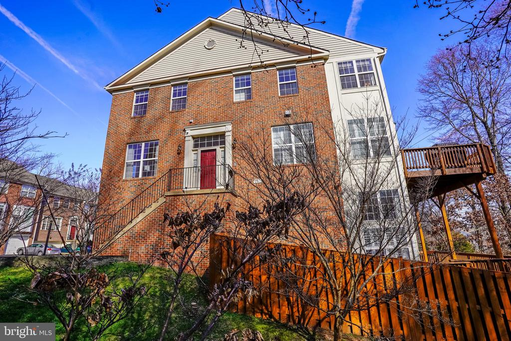 5629 Governors Pond Cir, Alexandria, VA 22310