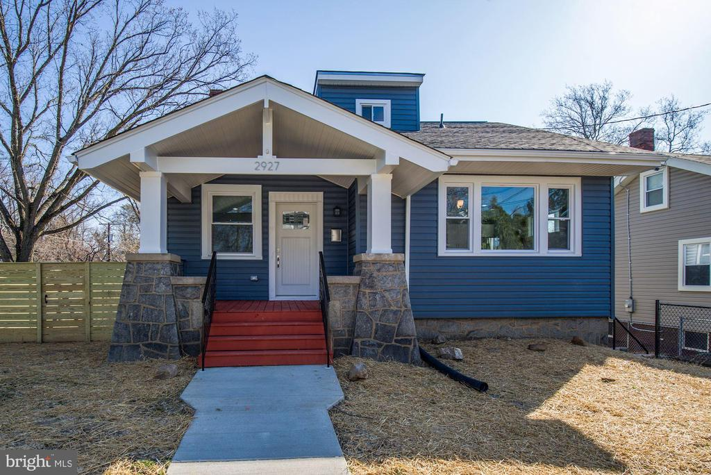 Fabulous New Renovation in Woodridge centrally located near shopping metro and local conveniences.  Be pleasantly surprised by this spacious property featuring 2 master bedrooms suites , office, walk out basement and much more.