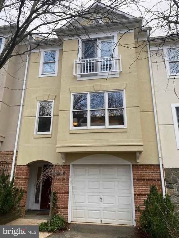 3820 White Post Ct, Alexandria, VA 22304