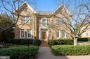 7449 Old Maple Sq