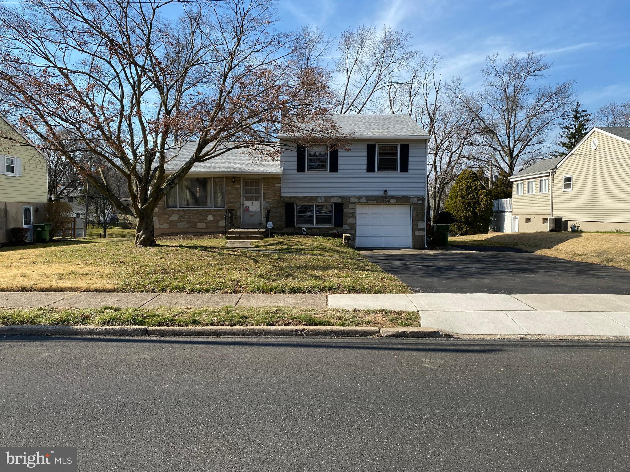 1824 N NORTH HILLS AVENUE, WILLOW GROVE, PA 19090