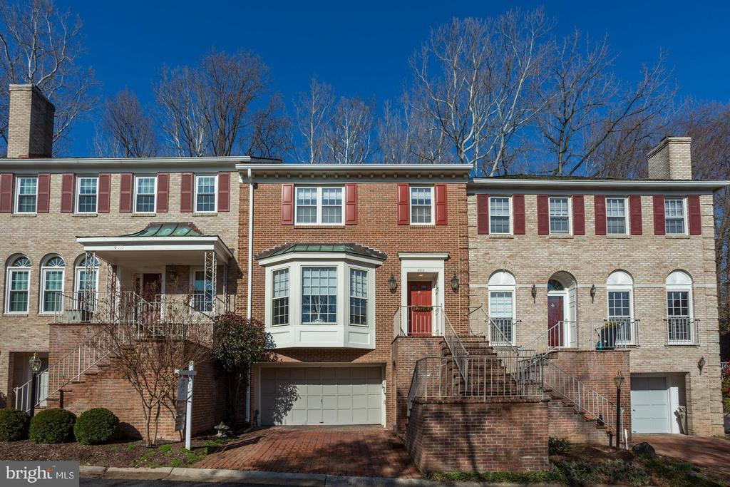 8013 QUARRY RIDGE WAY, BETHESDA, Maryland 20817, 3 Bedrooms Bedrooms, ,2 BathroomsBathrooms,Residential,For Sale,QUARRY RIDGE,MDMC696436