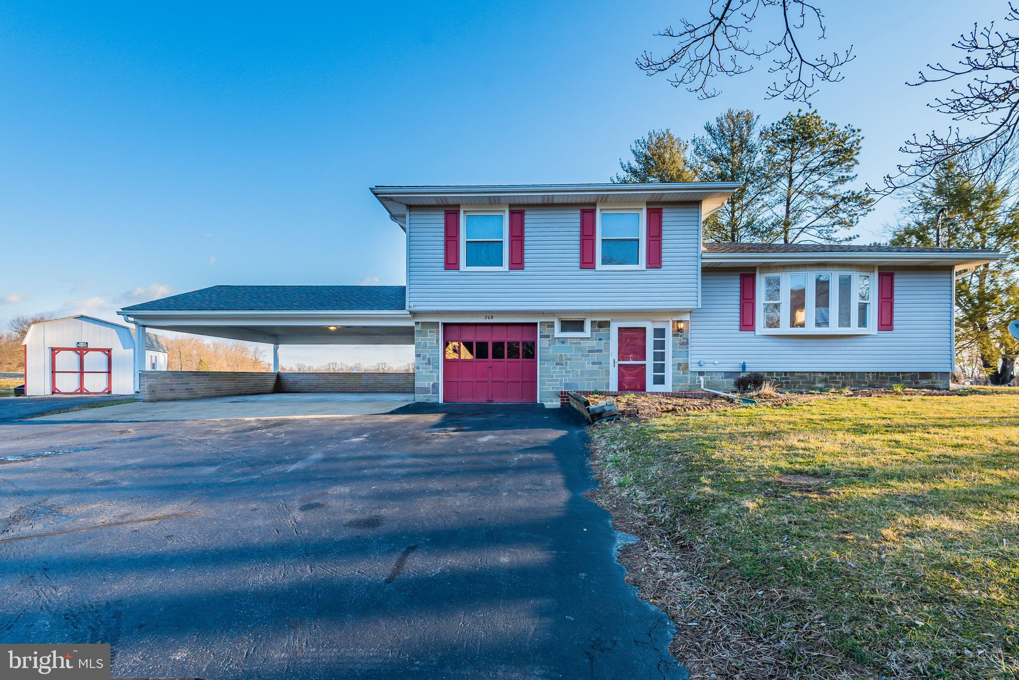 208 W PINE STREET, MOUNT HOLLY SPRINGS, PA 17065