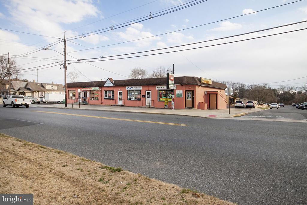 134 Browning W, Bellmawr, NJ 08031