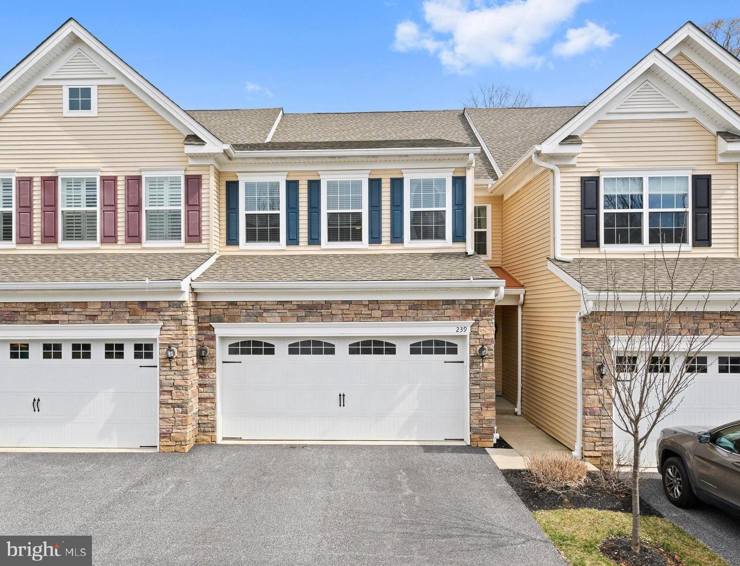 239 Clermont Drive Newtown Square, PA 19073