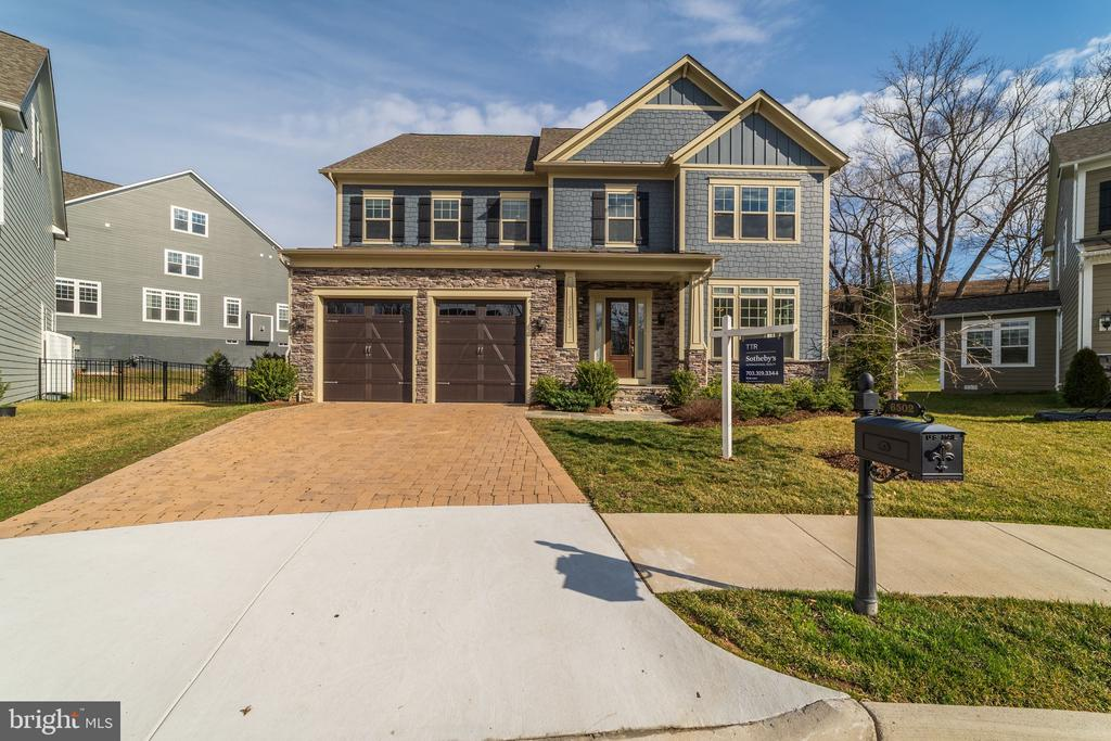 6502  MANOR RIDGE COURT, Falls Church, Virginia