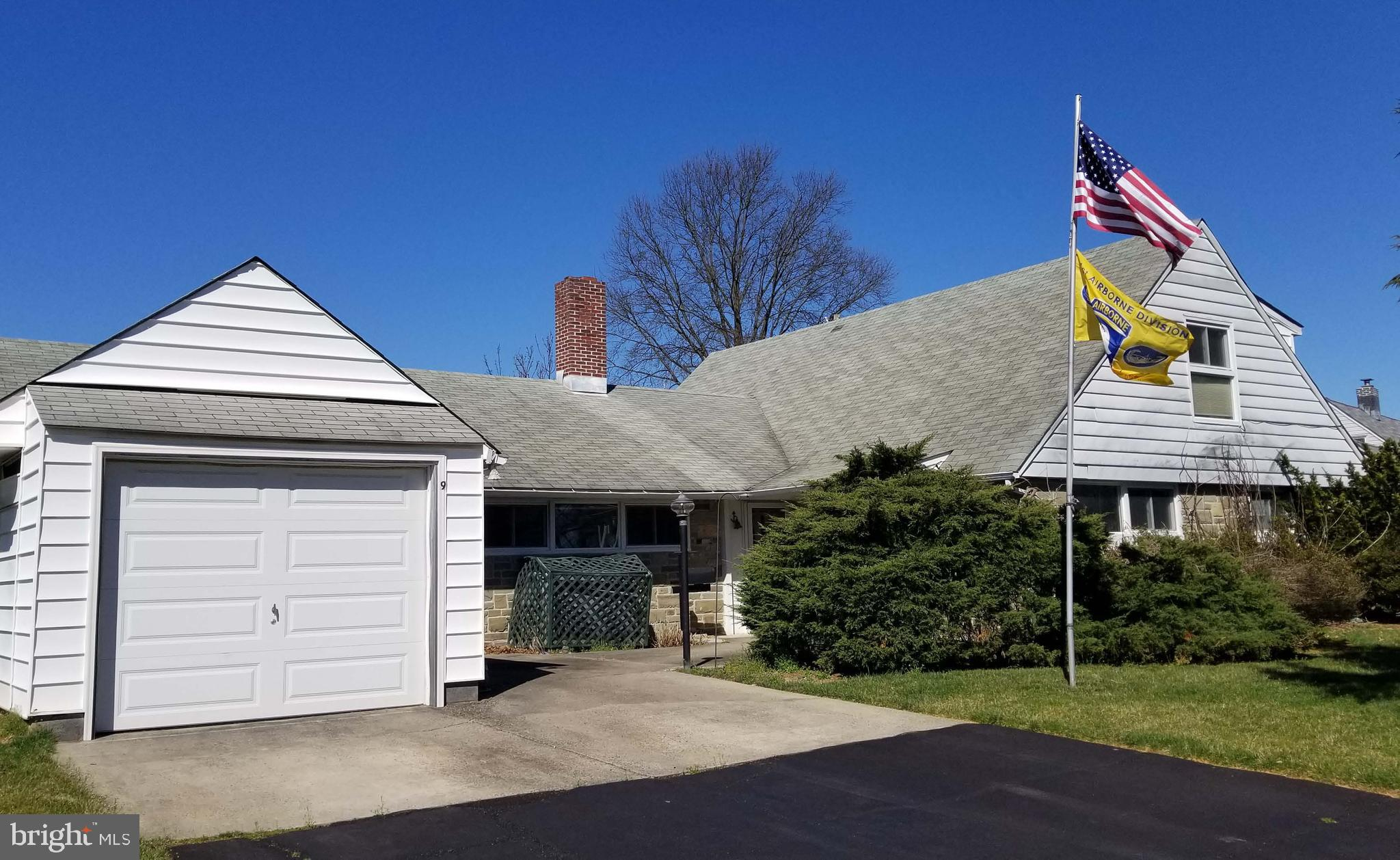 9 RED BERRY ROAD, LEVITTOWN, PA 19056