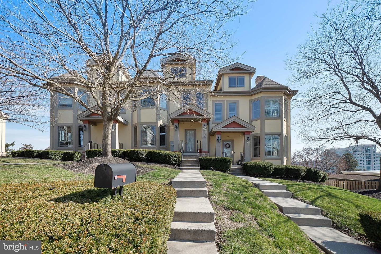 Conshohocken                                                                      , PA - $474,900