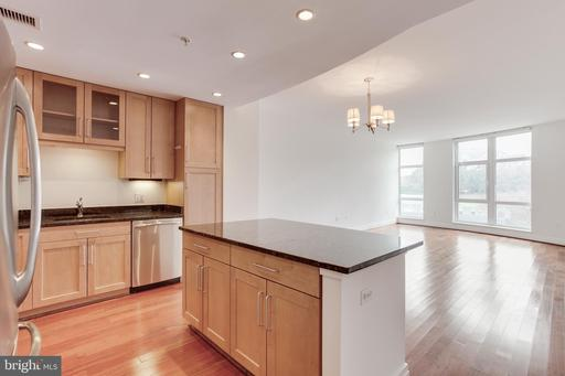 8220 Crestwood Heights Dr #210, McLean 22102