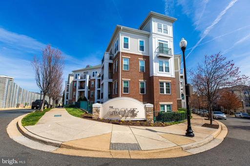 2465 Army Navy Dr #1-106