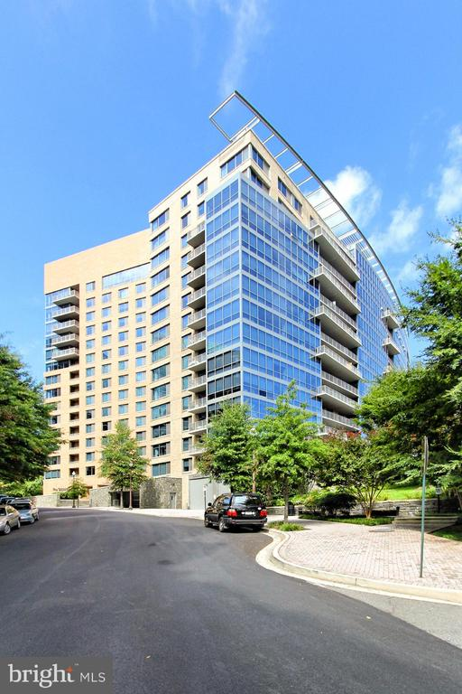 2001 15th St N #805, Arlington, VA 22201