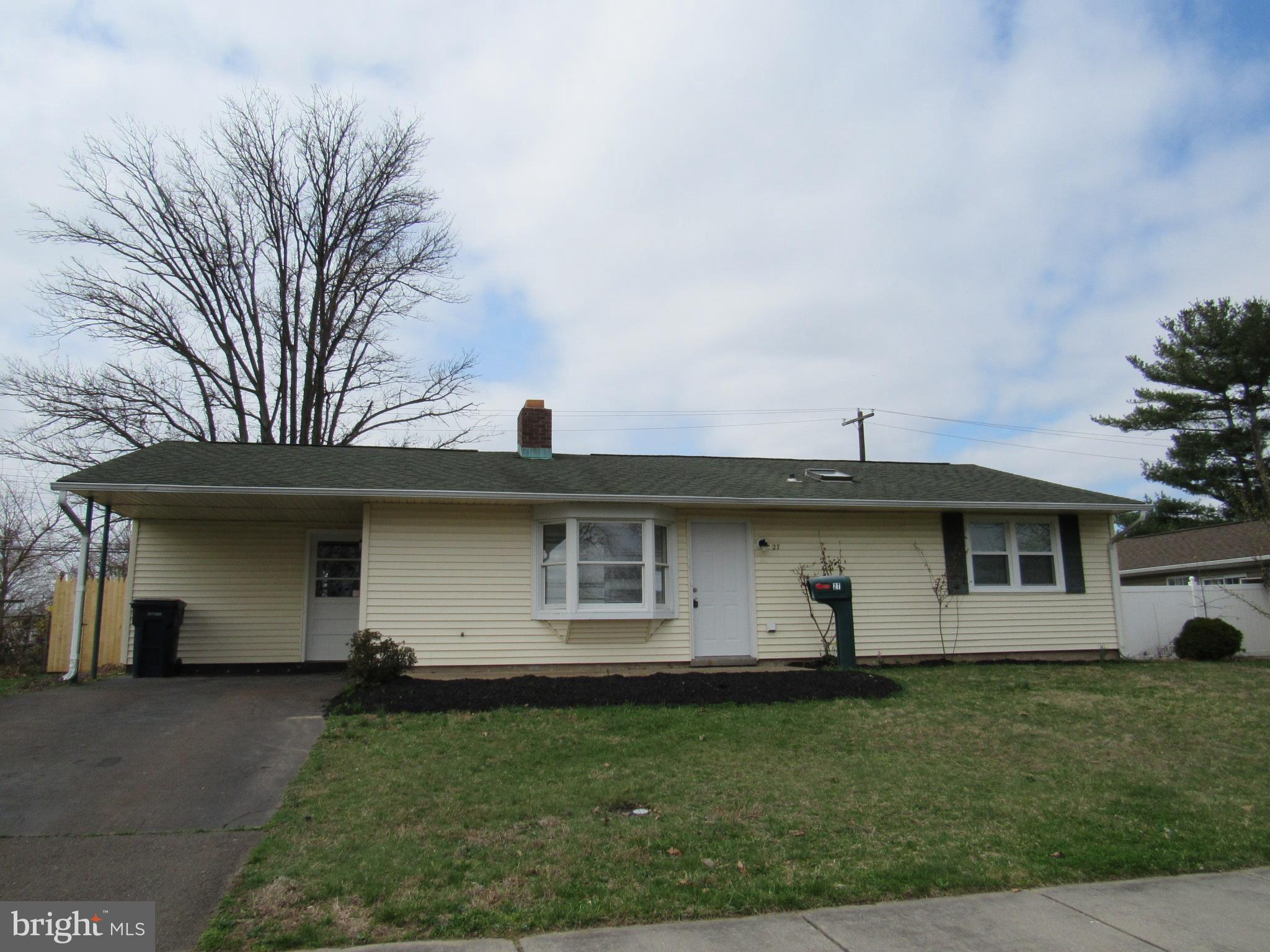 27 LAKESIDE DRIVE, LEVITTOWN, PA 19054