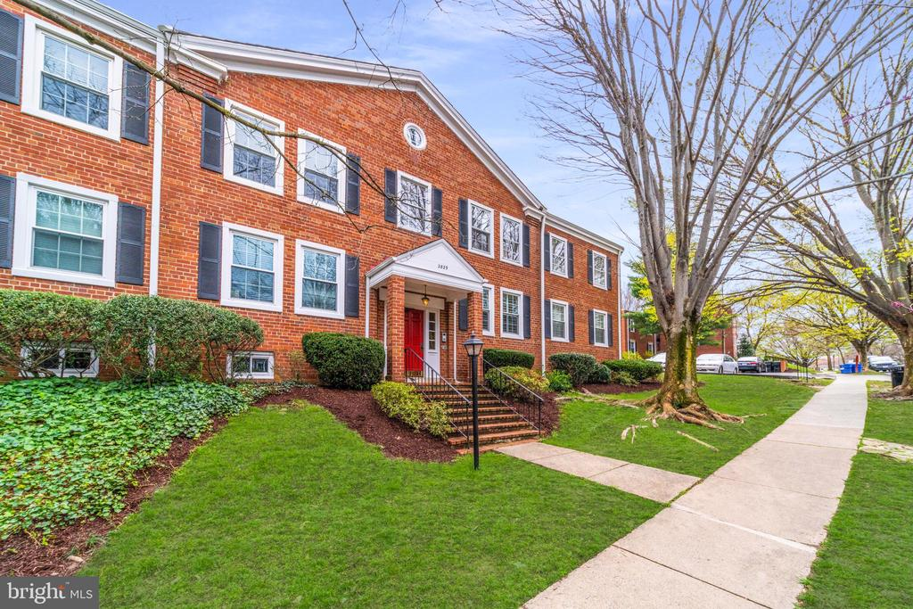 One of Arlington 2 Bedroom Homes for Sale at 2829 S BUCHANAN STREET  A2