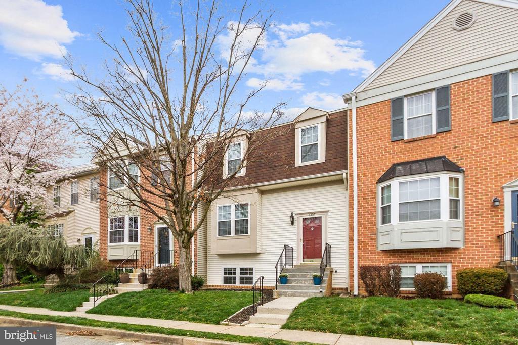 108 AUTUMN FLOWER LANE, GAITHERSBURG, Maryland 20878, 4 Bedrooms Bedrooms, ,3 BathroomsBathrooms,Residential,For Sale,AUTUMN FLOWER,MDMC701380