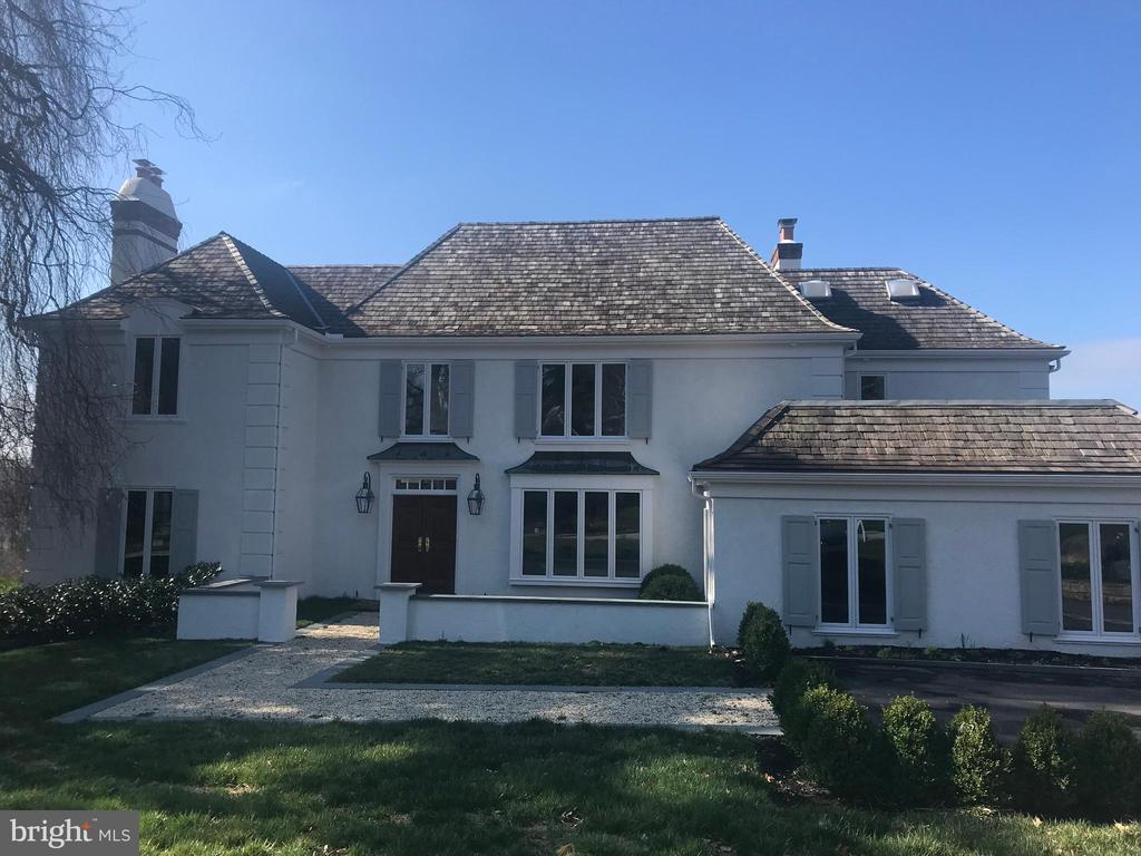 Total refit of this custom built French Contemporary on one of the finest lots in the community with vista views. Home has been updated with custom Master closet and Bath, upstairs Laundry, new Kitchen, refinished floors, extensive modern wainscotting, new deck and more!
