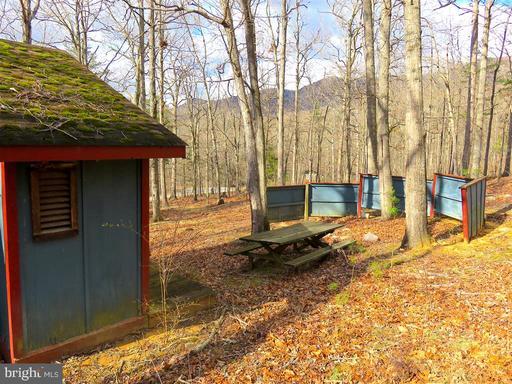 175 Lake Dr, Luray 22835