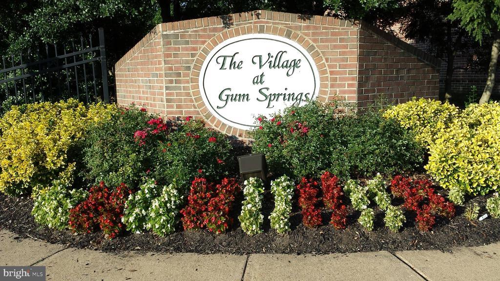 7849 Gum Springs Village Dr, Alexandria, VA 22306