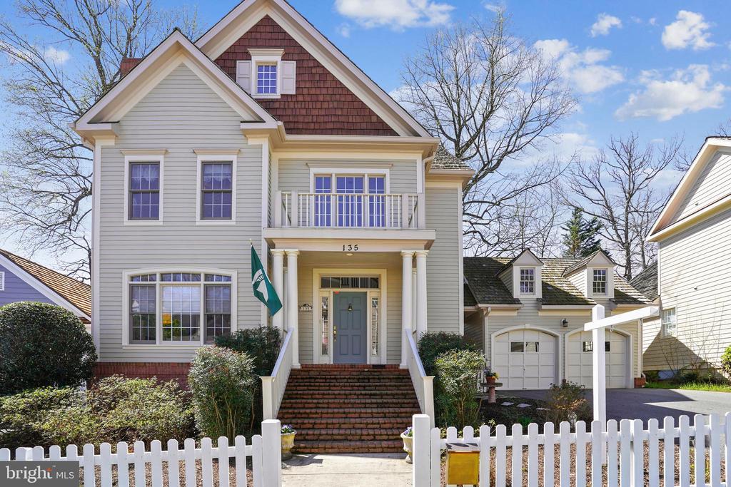 135 TREEHAVEN STREET, GAITHERSBURG, Maryland 20878, 3 Bedrooms Bedrooms, ,3 BathroomsBathrooms,Residential,For Sale,TREEHAVEN,MDMC701902