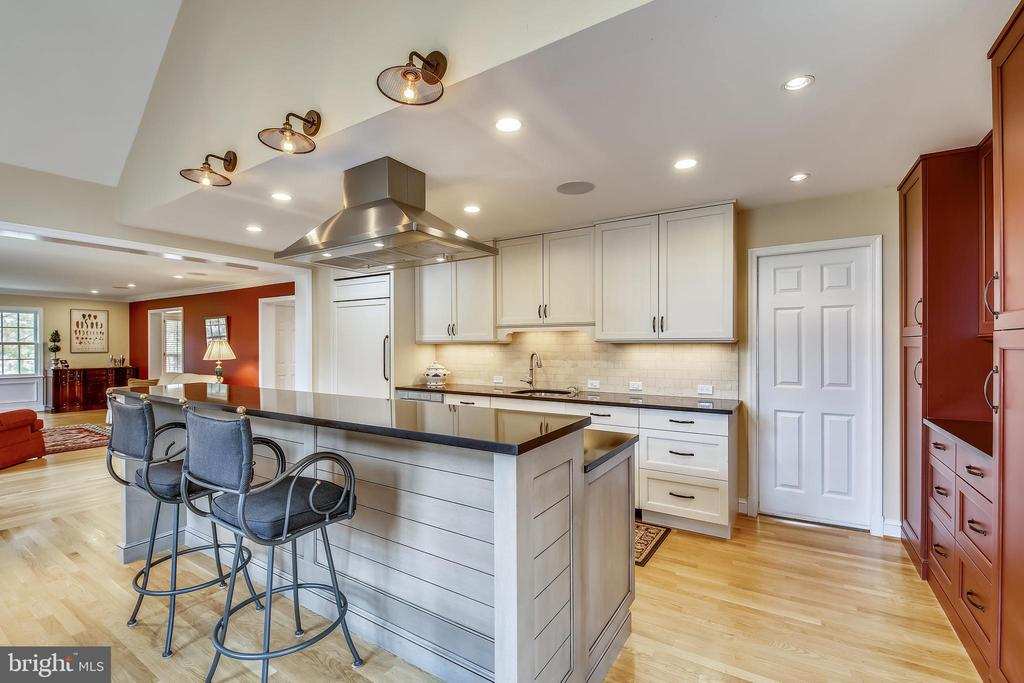 10112 DONEGAL COURT, POTOMAC, Maryland 20854, 5 Bedrooms Bedrooms, ,4 BathroomsBathrooms,Residential,For Sale,DONEGAL,MDMC702474