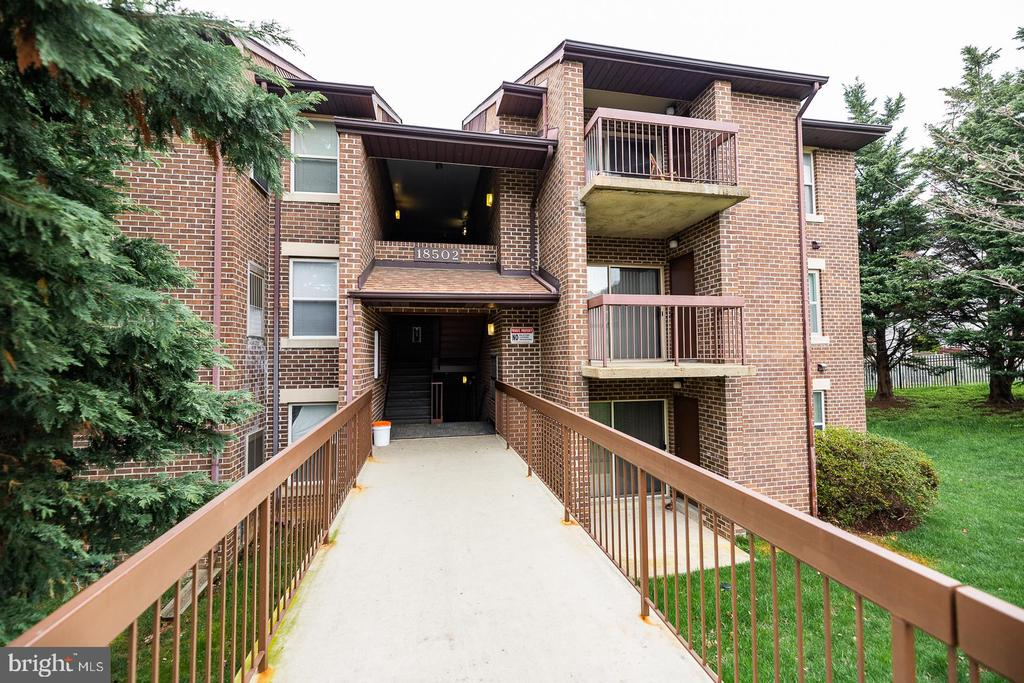 18502 SWEET AUTUMN DRIVE, GAITHERSBURG, Maryland 20879, 2 Bedrooms Bedrooms, ,2 BathroomsBathrooms,Residential,For Sale,Summer Ridge Condominium,SWEET AUTUMN,3,MDMC702372